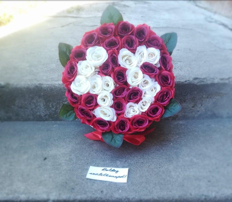 45. szülinapra készült,fehér rózsákból kirakva a 45-ös szám