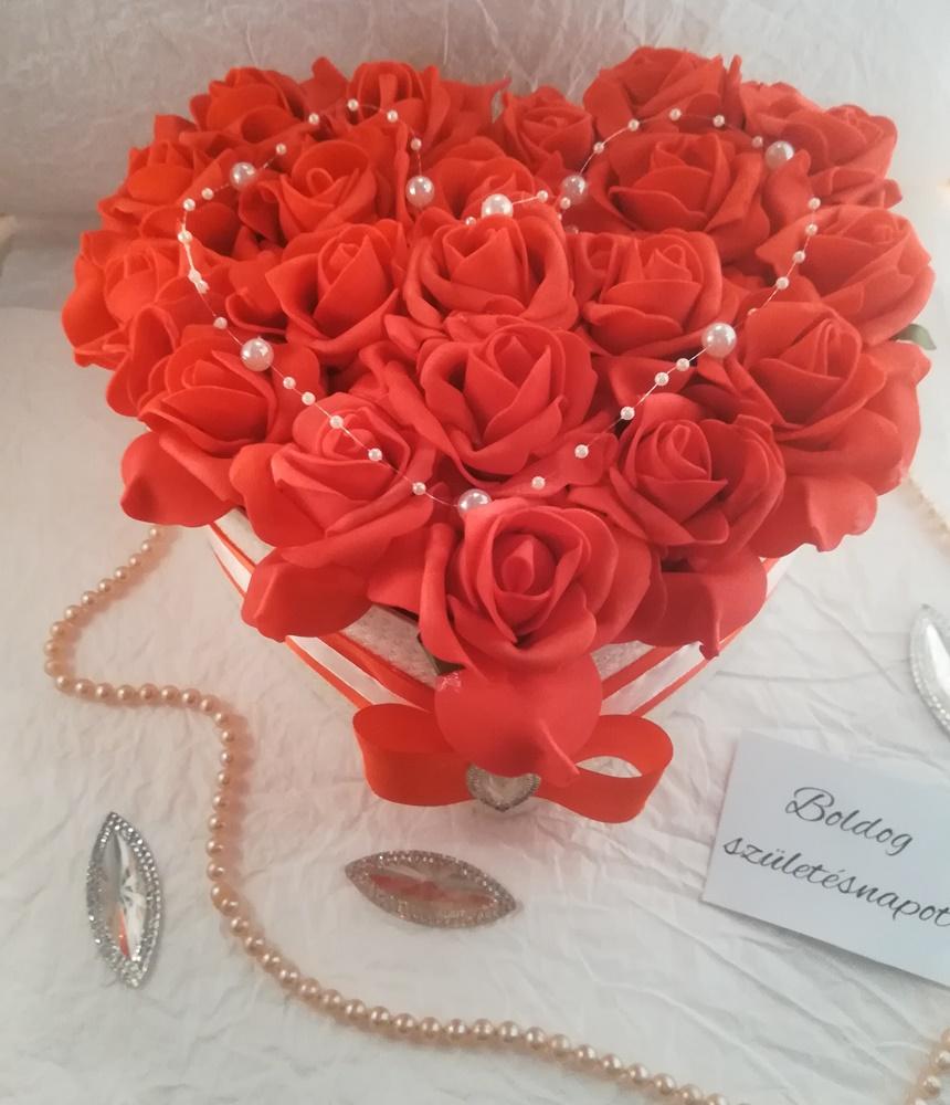 Piros rózsás box, 18. szülinapra